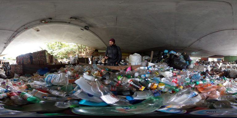 """Curta-metragem """"Lixo Bruto"""", de José Renato Bergo, professor do curso """"Realidade Virtual – Técnicas de Captação e Exibição"""" é exibido na mostra de Realidade Virtual na Virada Sustentável."""